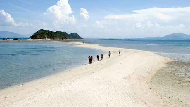Con đường giữa biển ở đảo Hòn Khô, Quy Nhơn