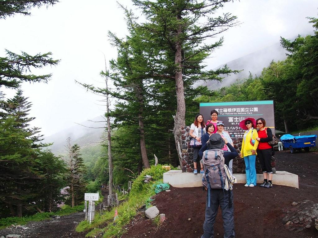 Du khách thăm quan và trinh phục ngọn núi tuyệt đẹp (Ảnh sưu tầm)