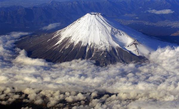 Núi Phú Sỹ quanh năm được phủ đầy tuyết