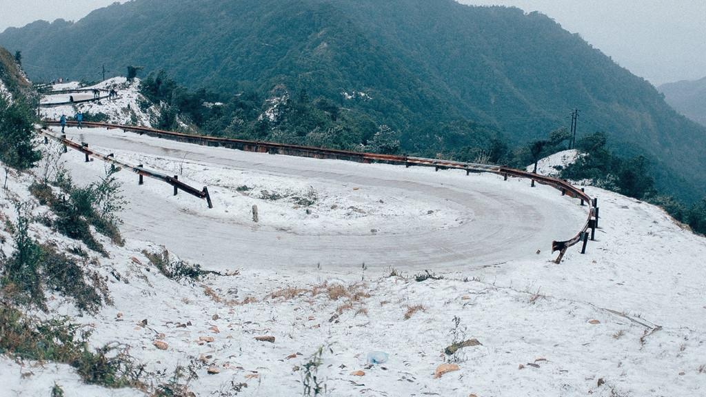 điểm du lịch có tuyết - Con đường đầy tuyết ơ Mẫu Sơn