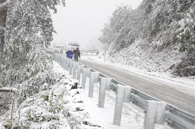 điểm du lịch có tuyết - Đường ngập tuyết ở Sapa
