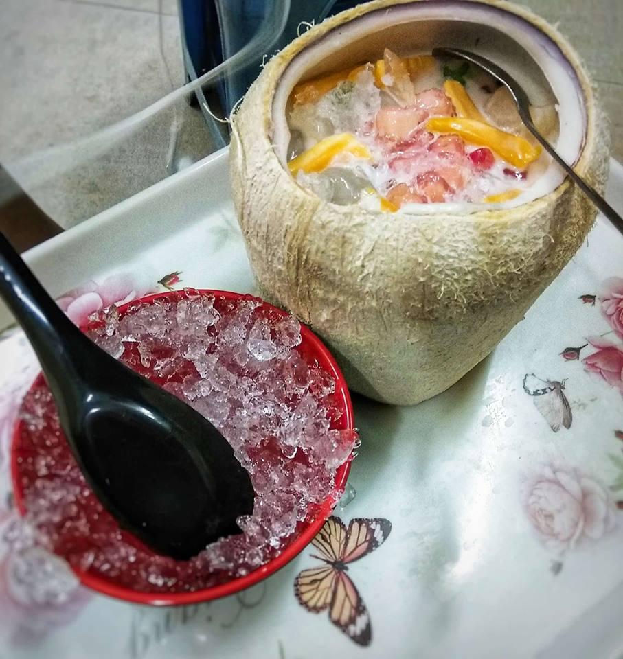 Chè củ năng trái dừa- 30 Hàn Thuyên