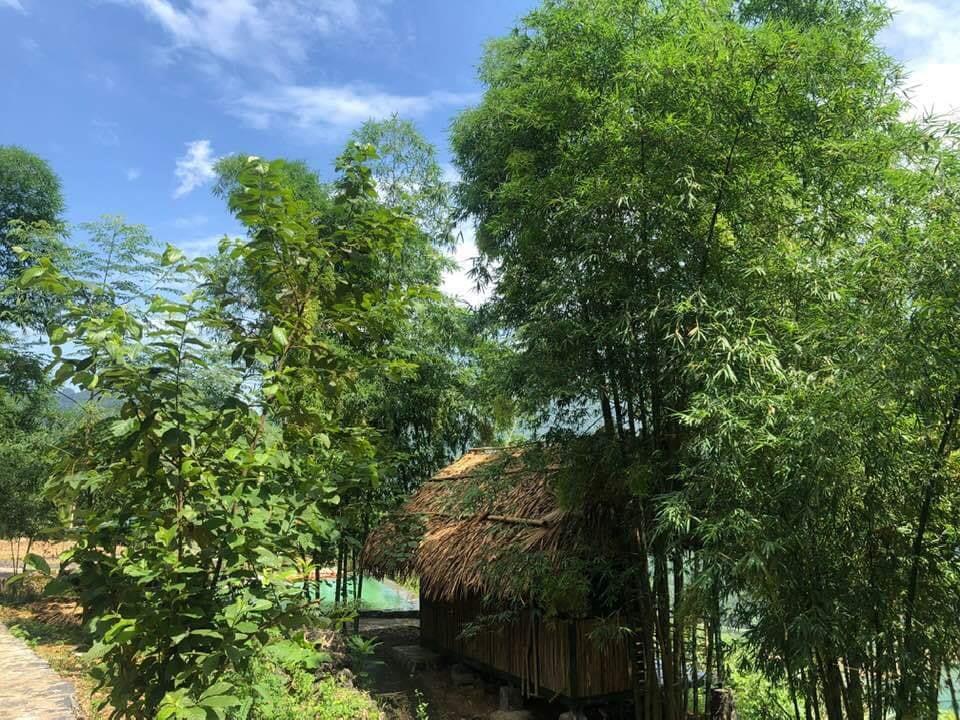 Đà Bắc Ecolodge - Căn Bungalow dành cho hai người với view hướng ra sông Đà siêu đẹp.