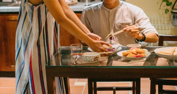 Không gian bếp được bày trí đậm chất truyền thống