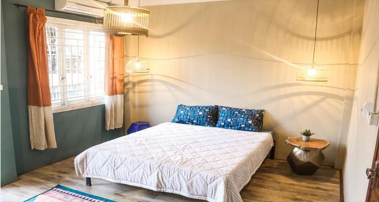 Phòng ngủ được bày trí vô cùng ngăn nắp Homestay Hà Nội