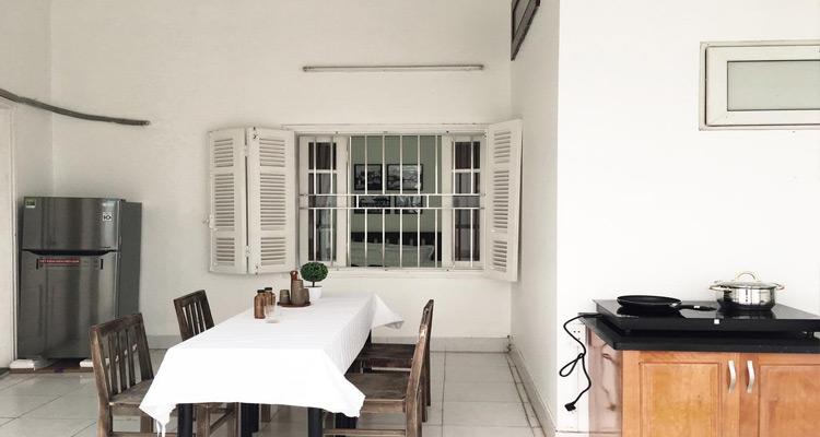 Khu vực nhà bếp với không gian rộng, sạch sẽ