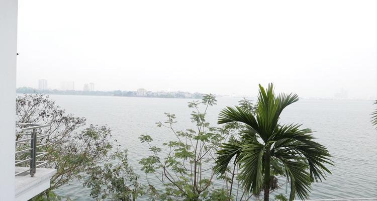 View nhìn thẳng ra Hồ Tây