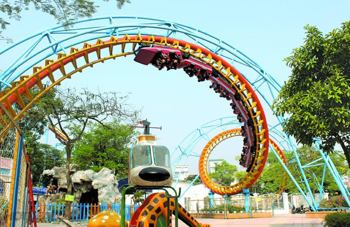 Công viên nước có 2 khu vực vui chơi chính đó là công viên nước (Khu vui chơi dưới nước) và công viên Mặt Trời Mới (khu vui chơi trên cạn).