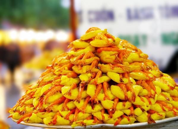 Bánh tôm hồ Tây là đặc sản thú vị của Hà Nội từ bao đời nay