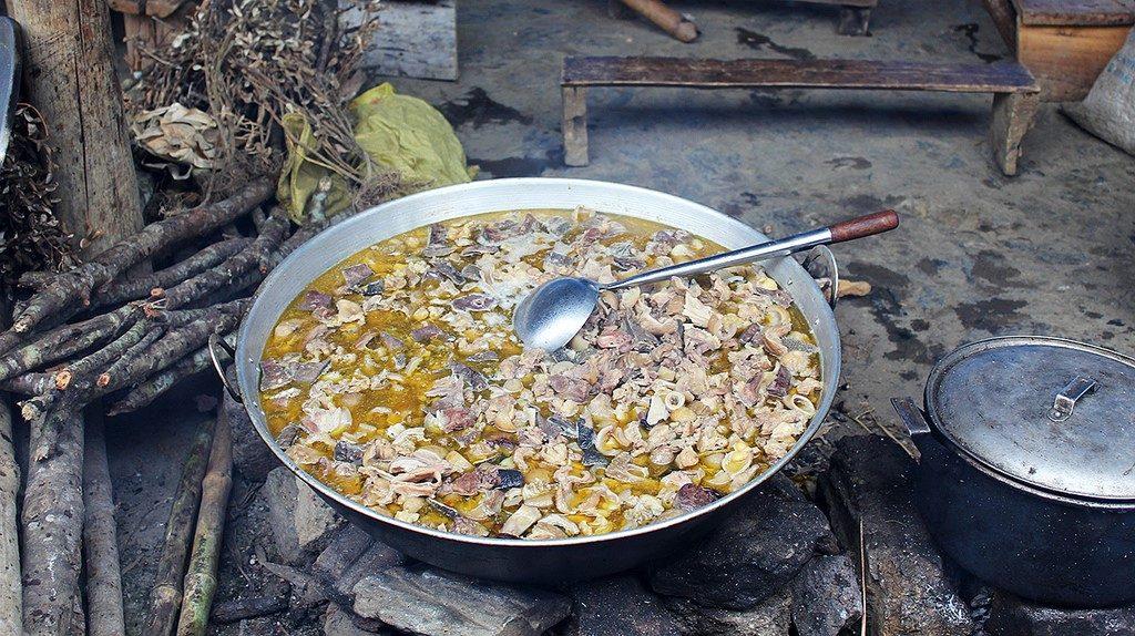 Thắng cố là món ăn truyền thống xuất hiện trong các ngày trọng đại, các ngày lễ lớn hoặc trong các phiên chợ ở các tỉnh miền núi Tây Bắc.