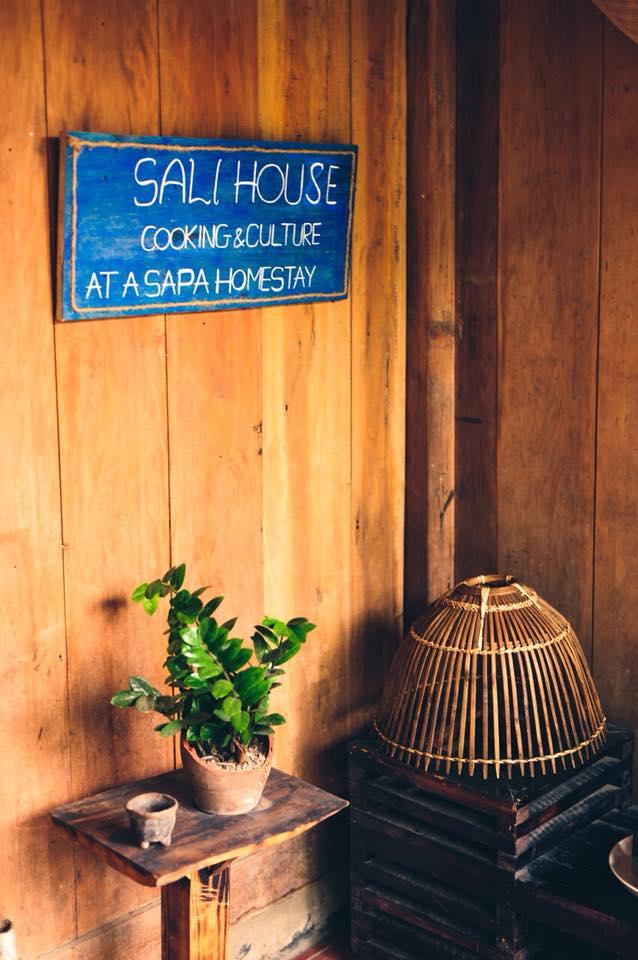 ngôi nhà gỗ trong bản Tả Van