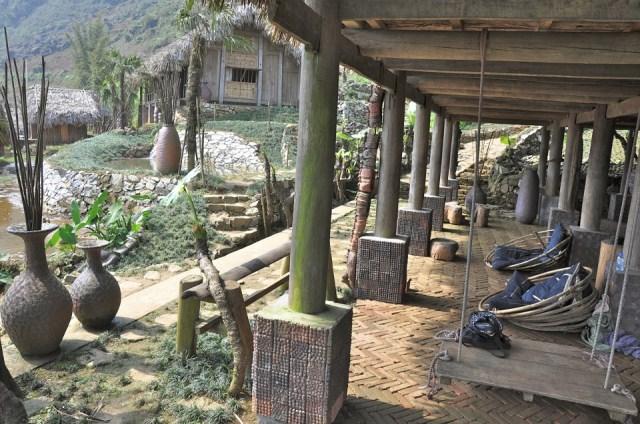 Hmong Mountain Retreat được thiết kế vô cùng độc đáo với những mái nhà lá đơn sơ, thoáng mát cùng không gian mở