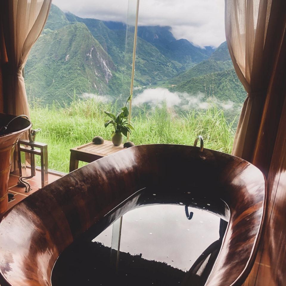 mỗi phòng đều có bạn công để bạn có thể ngắm nhìn khung cảnh tuyệt đẹp của núi rừng