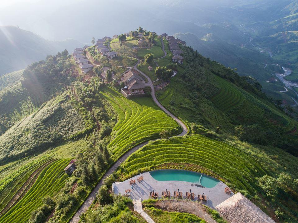 khu nghỉ dưỡng còn có bể bơi vô cực duy nhất có ở thị trấn Sapa nằm trên đỉnh đồi