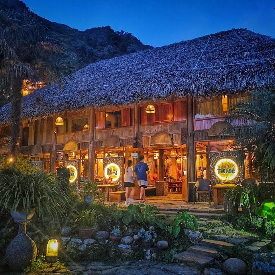 eco Palm House với 8 ngôi nhà gỗ trên cánh đồng lúa xinh đẹp, du khách sẽ được hòa vào cuộc sống thiên nhiên và thoát khỏi cuộc sống hối hả của thành phố. homestay đẹp sapa