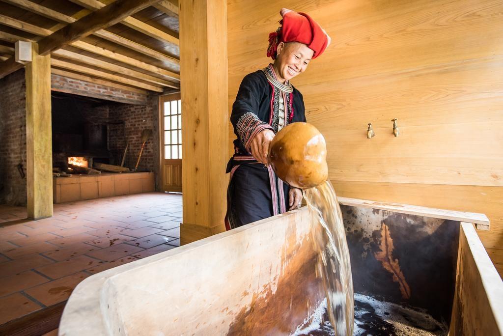 Phòng tắm có tiện nghi bao gồm nhà vệ sinh kiểu phương Tây và có nước nóng.
