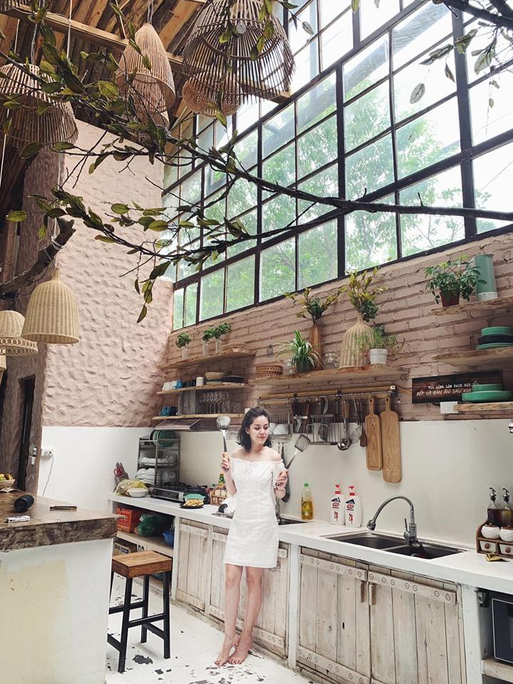Không gian bếp được thiết kế hiện đại theo phòng cách Châu Âu