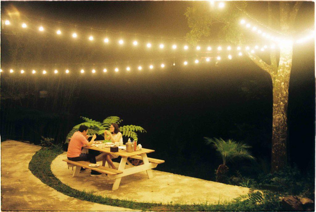 Khung cảnh lãng mạn bên phía khoảng sân tổ chức tiệc nướng và sự kiện của LeVent Homestay