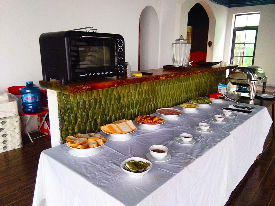 Bữa sáng vô cùng thịnh soạn và khách có thể thỏa sức chọn món ăn yêu thích cho mình