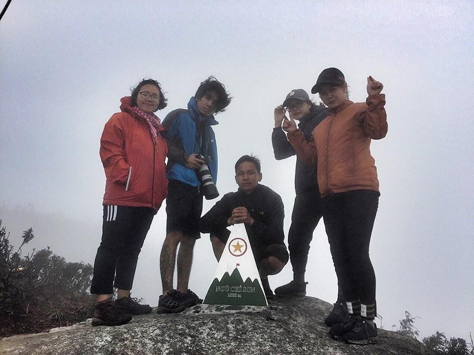 Tổng mất 5 tiếng từ Tả Giàng Phình, chúng tôi đã lên được đỉnh Ngũ Chỉ Sơn chụp vội những bức ảnh và xuống núi mất 6 tiếng vì lúc đó ai nấy đều thấm mệt.