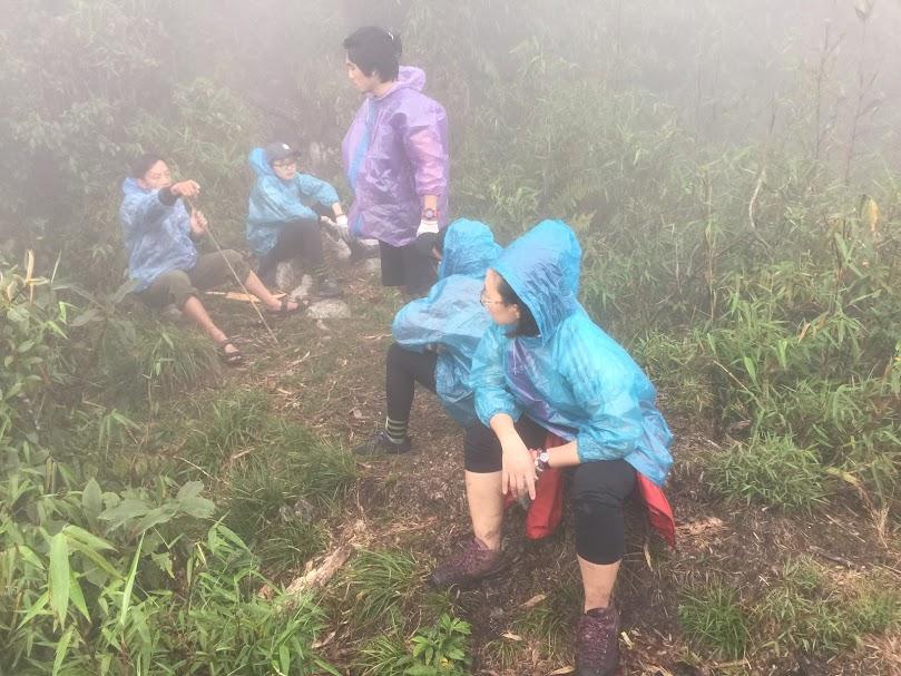 Xét về quãng đường leo thì đây có lẽ là đỉnh có quãng đường leo khá ngắn khoảng 12km nhưng xét về độ hiểm trở thì đây quả là một ngọn núi khó nhằn cho những dân treker, đặc biệt là vào những ngày mưa.