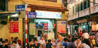 Phố Tạ Hiện là con phố nổi tiếng ở Hà Nội