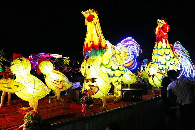 Tết trung thu là dịp đặc biết đối với mọi người, nhất là trẻ em. Với mỗi nơi trên cả nước đều có cách đón trung thu khác nhau nhưng đặc biệt nhất có lẽ phải nhắc đến lễ hội trung thu Tuyên Quang.