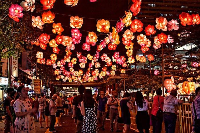 Trung thu là lễ hội diễn ra vào đầu tháng 8 Âm lịch hàng năm, ngày mà mặt trăng trở lên tròn và đẹp nhất.
