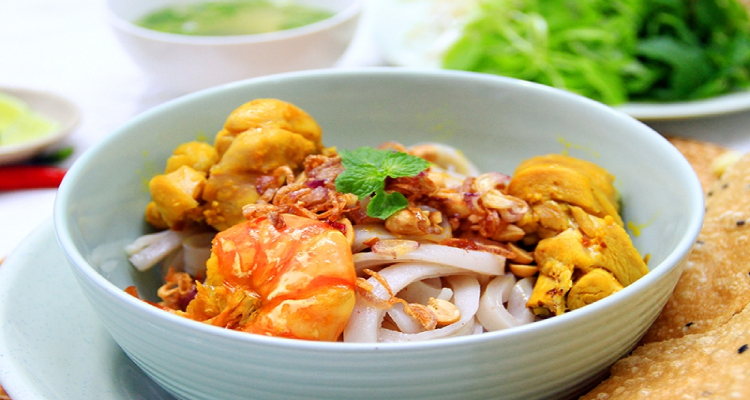 Món ăn này có xuất xứ từ Quảng Nam, khi đến với xứ Hội, không thưởng thức một tô mì Quảng thì xem như bạn chưa từng đến nơi này.
