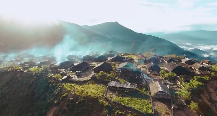 Bản Cu Vai còn có khung cảnh thiên nhiên vô cùng hùng vĩ với đồi núi trập trùng, ruộng bậc thang trải dài tít tắp không thua kém gì Mù Cang Chải.