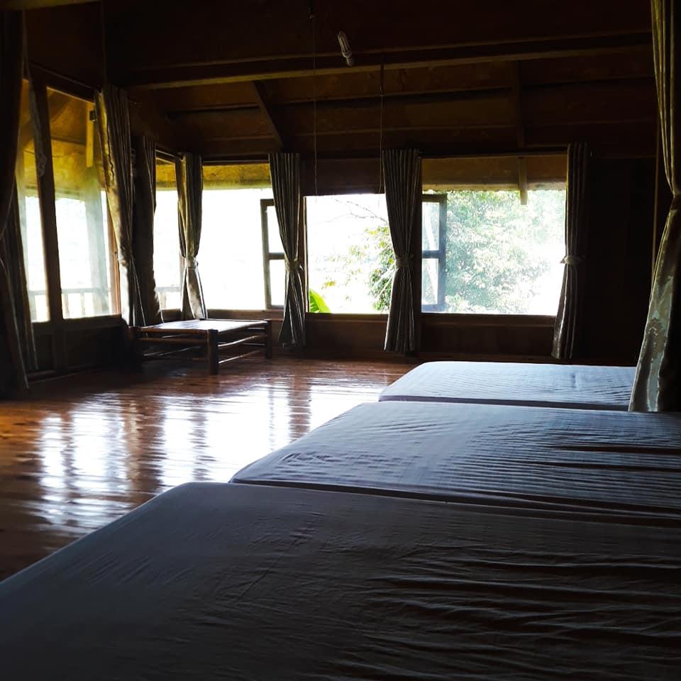 Tất cả các phòng nghỉ tại đây đều có sân trong để tầm nhìn ra quanh cảnh núi non.