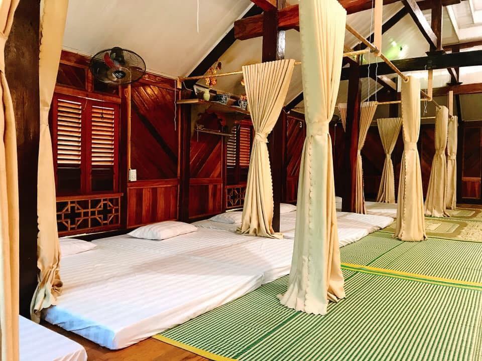Homestay nằm ngay trong thị trấn Mai Châu nên rất dễ dàng và thuận tiện cho du khách di chuyển.