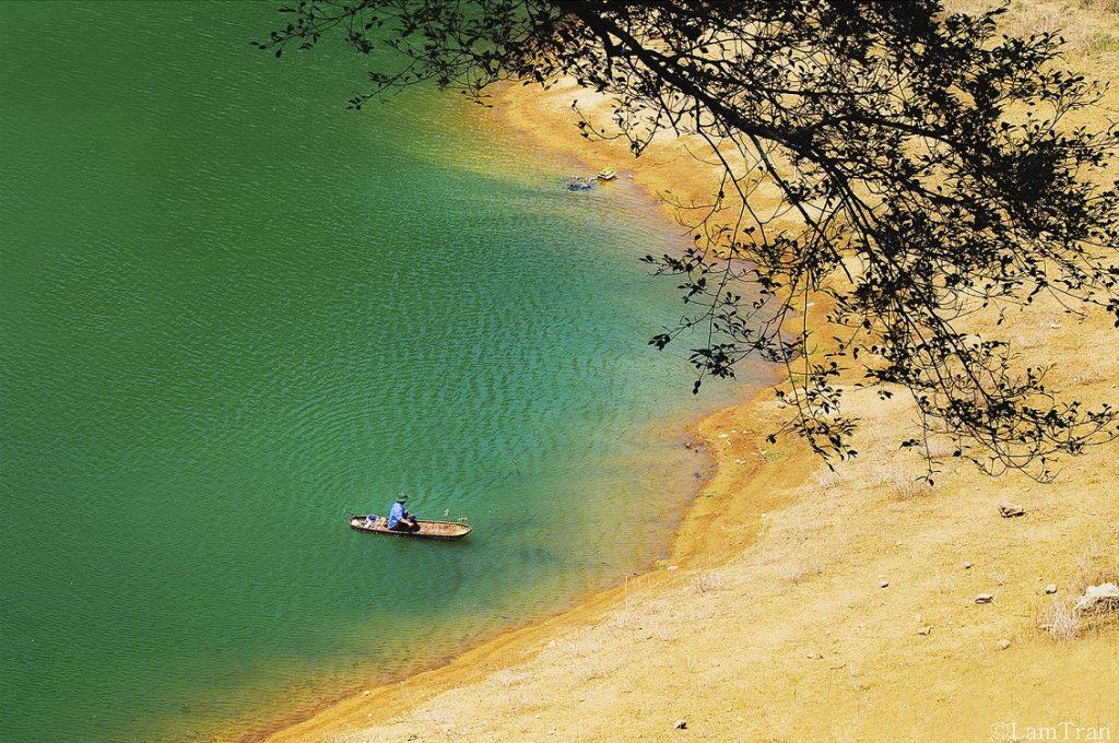 Hồ Thang Hen được mệnh danh là tuyệt tình cốc ở Cao Bằng,. Thác bản giốc cách Hà Nội bao xa?