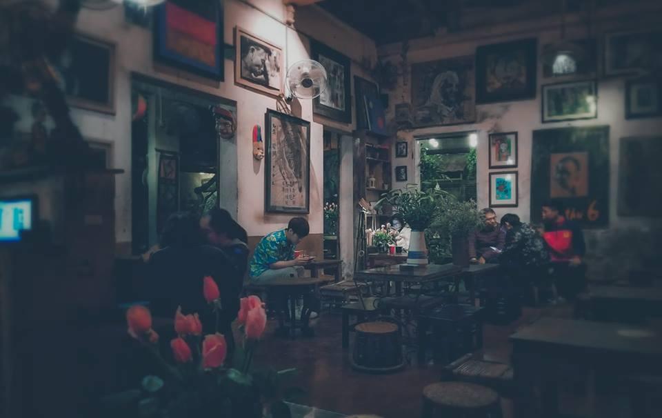 Giữa mảnh đất Hà Nội đông đúc, ồn ào, ở đâu đó vẫn có một góc lặng lẽ. Người ta tìm đến nó, tìm đến sự bình yên, tĩnh lặng - đó là Cafe Cuối Ngõ.