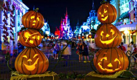 Phố đi bộ Nguyễn Huệ đêm Halloween