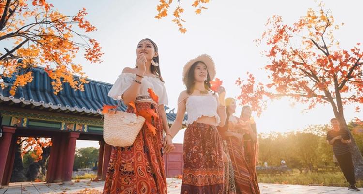 Top 5 địa điểm hot nhất Hà Nội - con đường phong lá đỏ