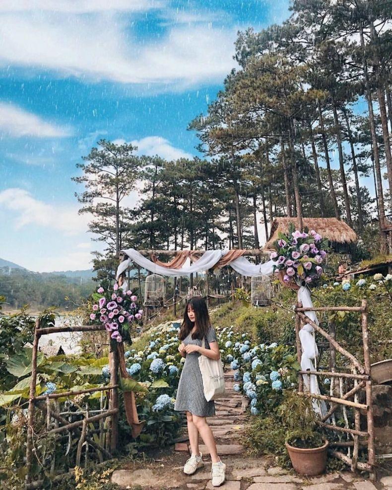 Happy Hill là một phim trường nằm ngay giữa Hồ Tuyền Lâm, một địa điểm chụp hình