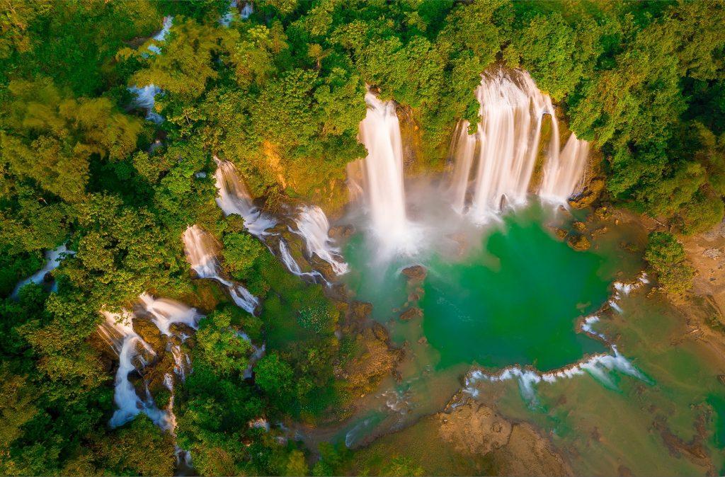 Thác Bản Giốc là thác nước lớn thứ 4 trên thế giới nằm ở huyện Trùng Khánh, tỉnh Cao Bằng.