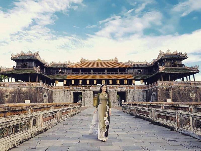 Trong ngày 20/10, ở Huế sẽ miễn phí vé 100% cho các phụ nữ trong nước và quốc tế khi mặc áo dài truyền thống tham quan di tích Huế.