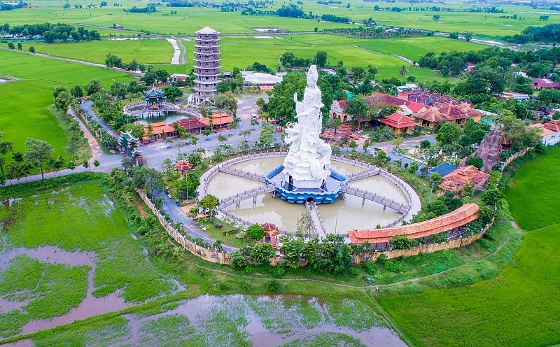 Chùa Gò Kén đã được xây dựng hơn 100 năm có diện tích hơn 6.000m2, là ngôi chùa lâu đời nhất ở Tây Ninh, cách thị xã Tây Ninh khoảng 6km.