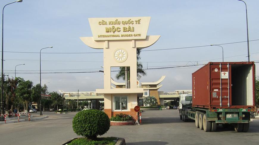 Mộc Bài là một trong những cửa khẩu lớn nhất ở phía Nam nằm ở Lợi Thuận. Chantrea, Tây Ninh