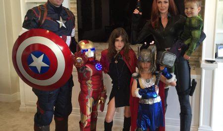 Ngoài ra, hóa thân vào gã siêu ác nhân Thanos cũng là một lựa chọn không tồi cho mùa Halloween năm nay.