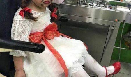 Hình ảnh em bé được bố mẹ hóa trang thành Annabelle khiến mọi người không khỏi bật cười