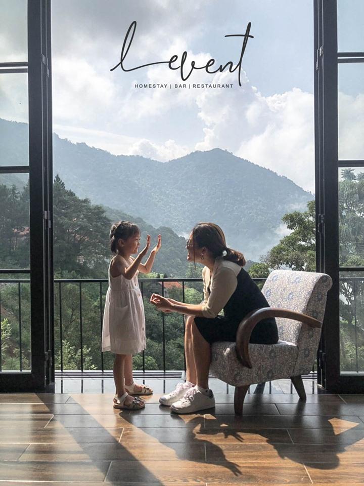 LeVent homestay tọa lạc ở một vị trí đẹp nhất của Tam Đảo với một bên là view hướng ra núi, một bên là Cầu Mây nhìn xuống thung lũng mờ sương.