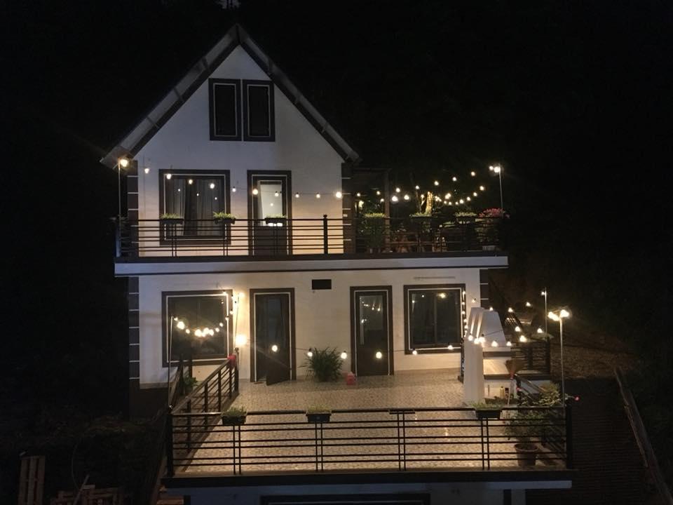 Nhà bên suối là một căn biệt thự gồm 4 phòng ngủ, 1 phòng sinh hoạt chung với thiết kế vô cùng đáng yêu để bạn có thể thỏa sức sống ảo.