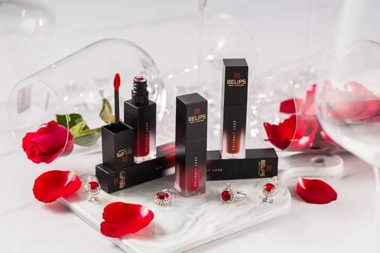 Son môi là công cụ để cho phụ nữ trở nên đẹp hơn trong mắt người khác.