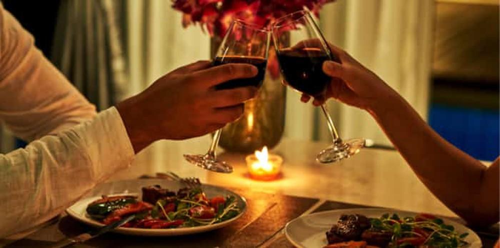 Một bữa ăn ấm áp cùng những món đơn giản sẽ là món quà vô giá giúp hai người xích lại gần nhau thơm, tình cảm ngày một tốt đẹp hơn.