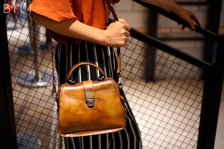 Túi xách được coi như là một phụ kiện thời thượng giúp cho họ thể hiện được đẳng cấp và cá tính riêng biệt.