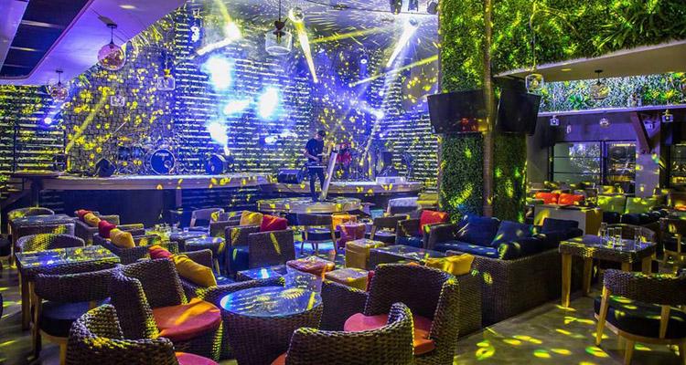 Trixie Cafe & Lounge Thái Hà