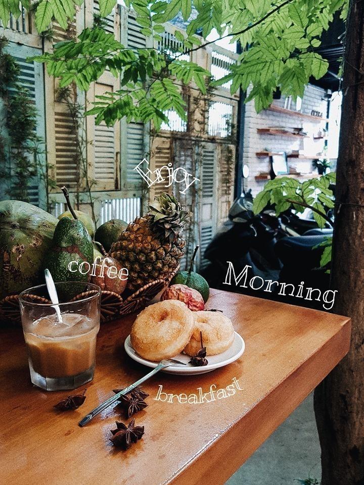 Thức dậy là có bữa sáng ngon lành và những tia nắng len qua cửa sổ